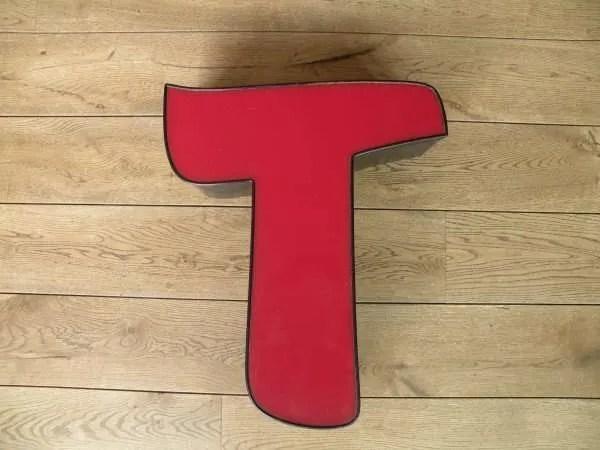 rood zwart letterlamp T 1