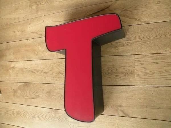 rood zwart letterlamp T 2