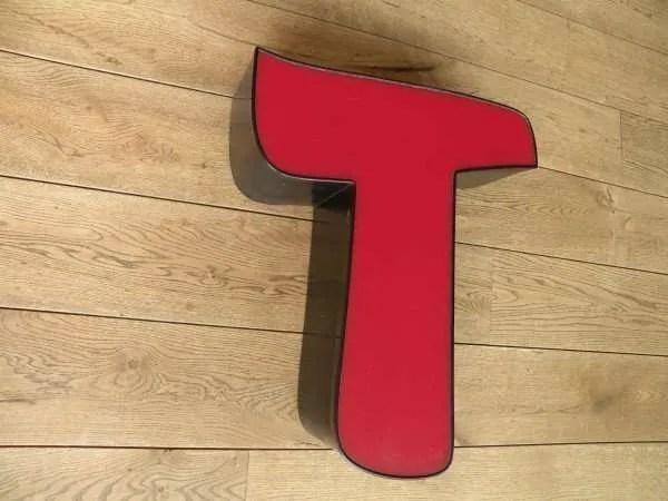 rood zwart letterlamp T 3