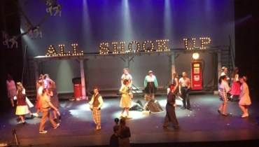 Verhuur letterlampen voor theatervoorstelling ALL SHOOK UP