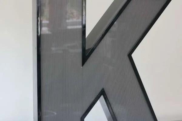 Letterlamp zwart letter K 2
