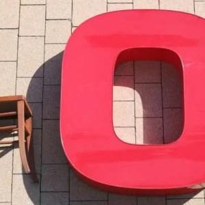 rode letter O sign met verlichting 1