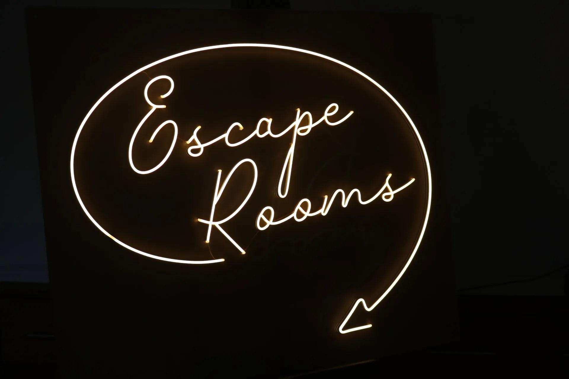 LED NEON escape rooms 3