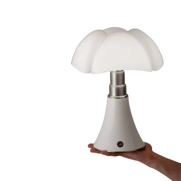 Gae-aulenti-pipistrello-martinelliluce-wit-bluetooth-leeslamp