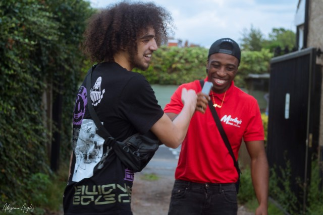 Th£ Gaffa and Mikispeakz shaking hands