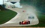 En un día con cambios de clima y muchos accidentes, incluyendo el de su coequipero Memo Gidley, Bruno Junqueira utilizó la estrategia para remontar de 10° a la victoria con Chip Ganassi Racing; repetiría triunfo en 2003 (FOTO: Archivo)