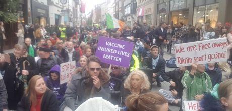 hfi_rally_sitdown_protest_grafton_st_oct03.jpg