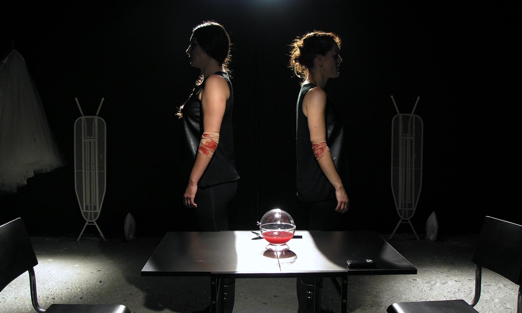 JoanaDark | performance de Rita Leite