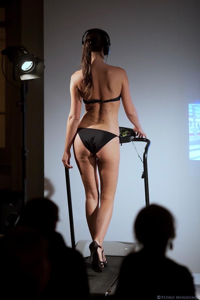 Walking Girl | performance de Alexandre Lyra Leite