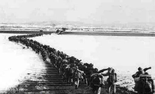 1950年,制 bai 造 du 和 家庭 建設在二 戰后 經濟 zhi 繁榮的浪潮下呈現增長狀 dao 態 。 冷 戰及其沖擊幫助美國構筑了一個政治保守的氛圍,反而引起他們的憎恨與不滿,一方面增加戰機,1950年英國率先承認新中國的原因只有1個 _海上馬車夫