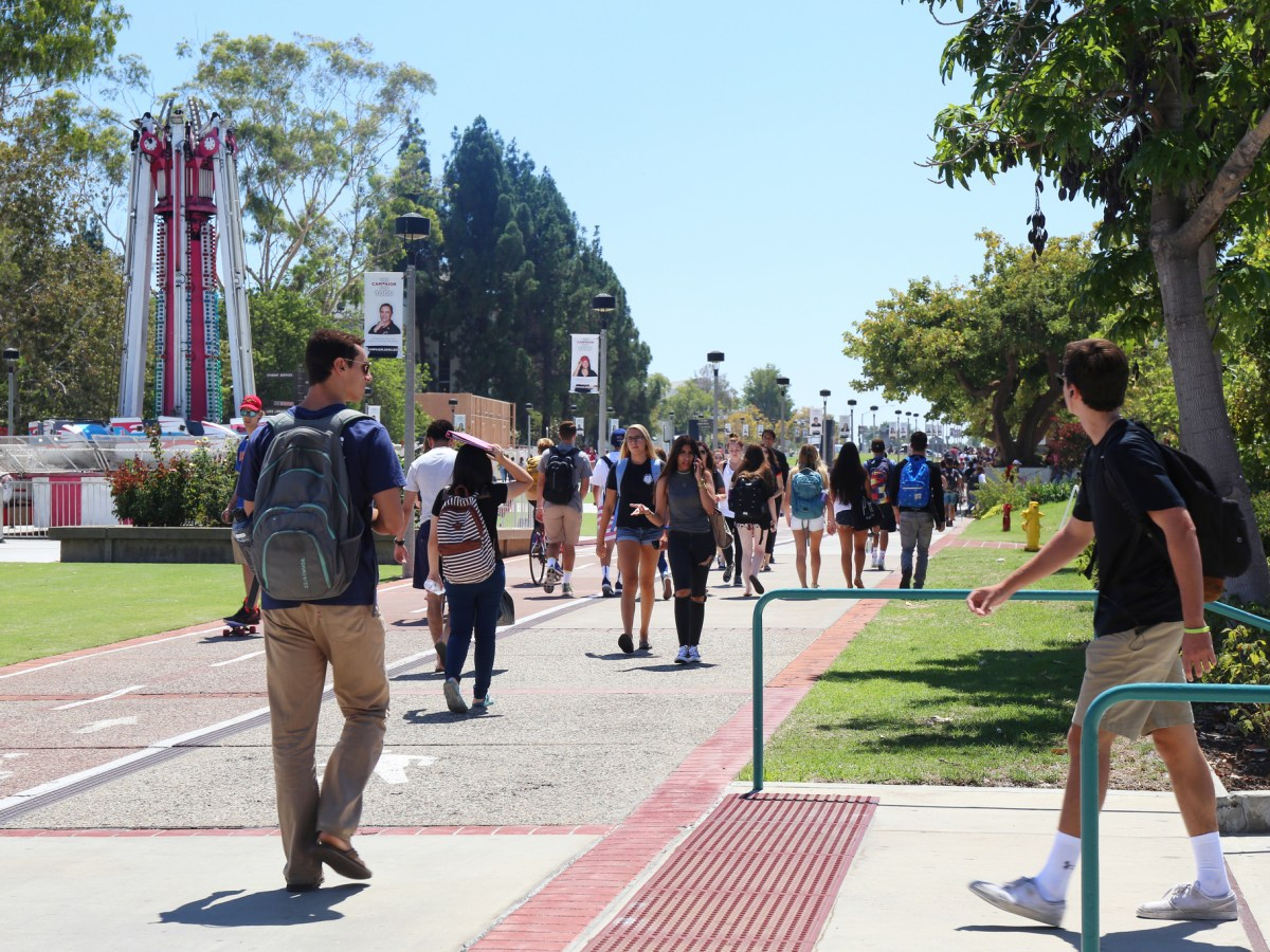 Students at San Diego State University walk around campus during the first week of classes. Sept. 2, 2016. Megan Wood, inewsource.