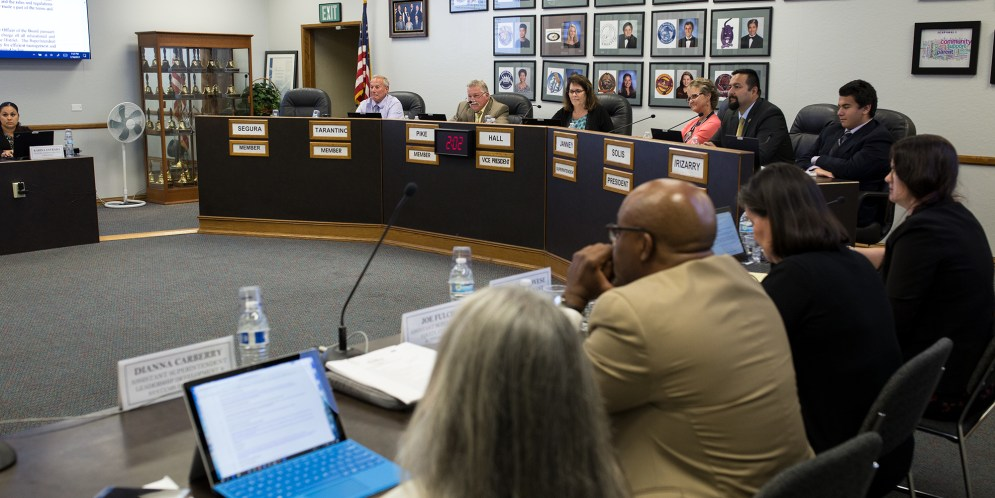Sweetwater school board gives OK to sell iPads the district already sold