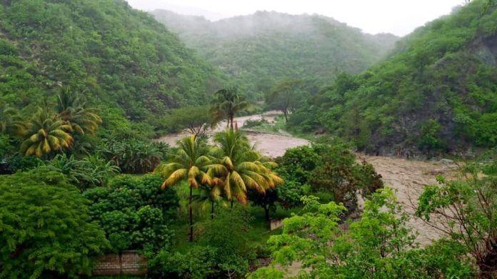 Amanda desborda el río Guastatoya