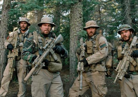 """Operation Red Wings: v.l.n.r. Michael """"Murph"""" Murphy (Taylor Kitsch), Marcus Luttrell (Mark Wahlberg), Matt """"Axe"""" Axelson (Ben Foster), Danny Dietz (Emile Hirsch)"""