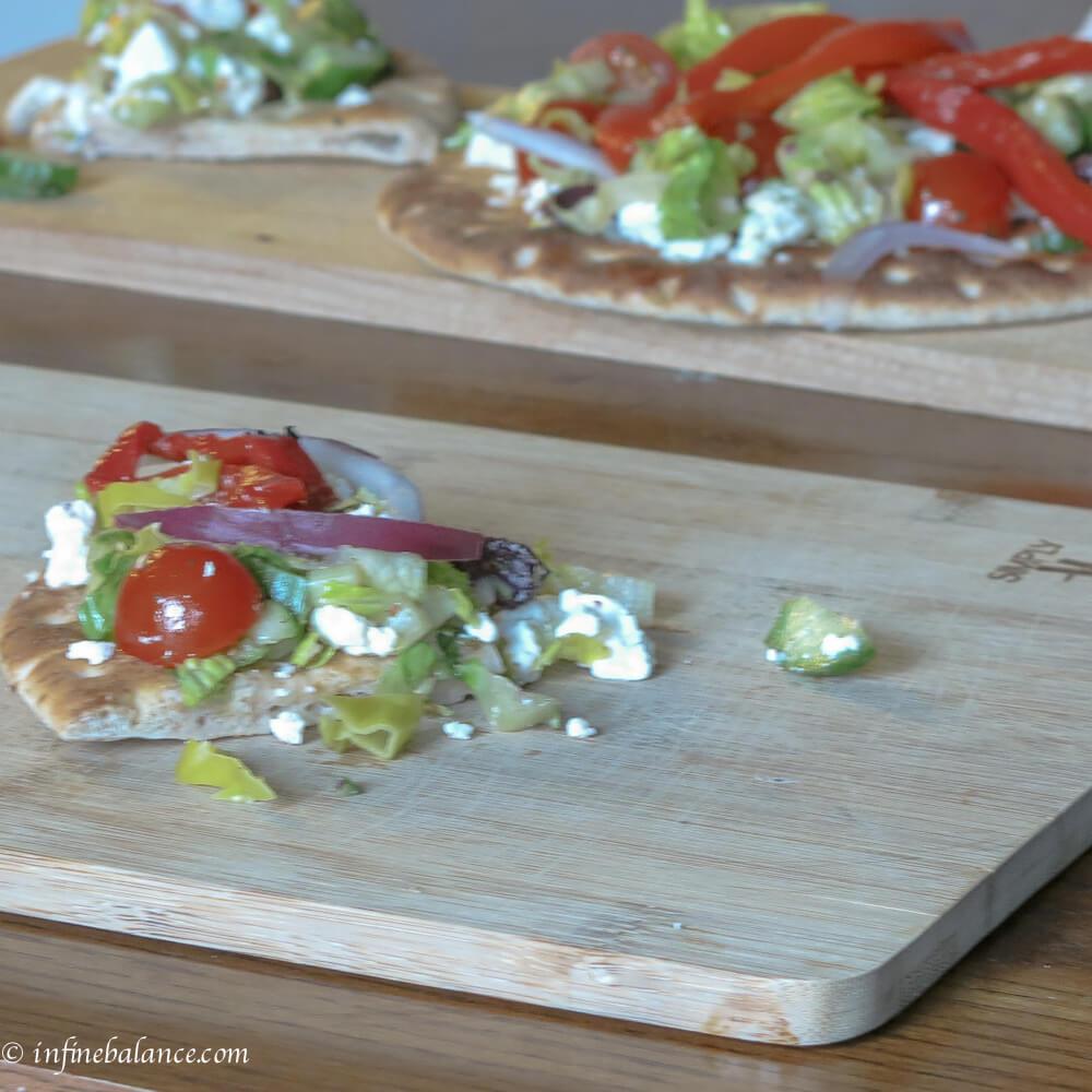 Greek Salad Pizzas #meatlessmondays salads pizza olives meatless monday feta