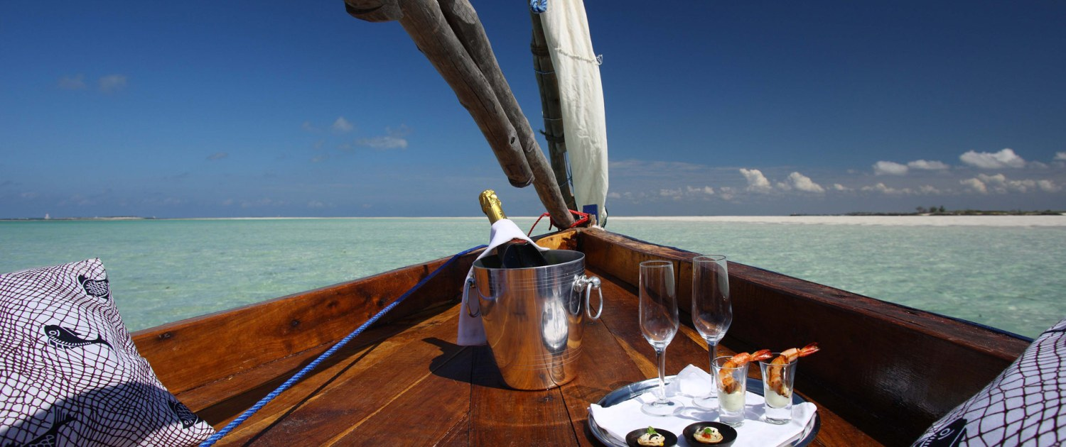 Infinite_Africa_Travel_Mozambique_Coral_Lodge_Dhow_Champagne_Sailing