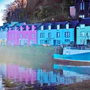 Tour Skye to visit the colourful harbour of the main town of Portree