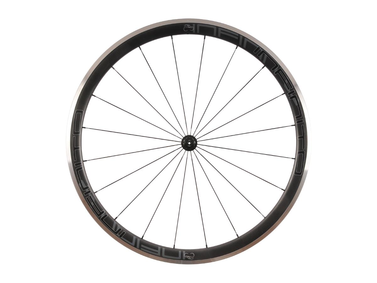R4AC – Zwarte velg – Zwarte naaf – Front – 1