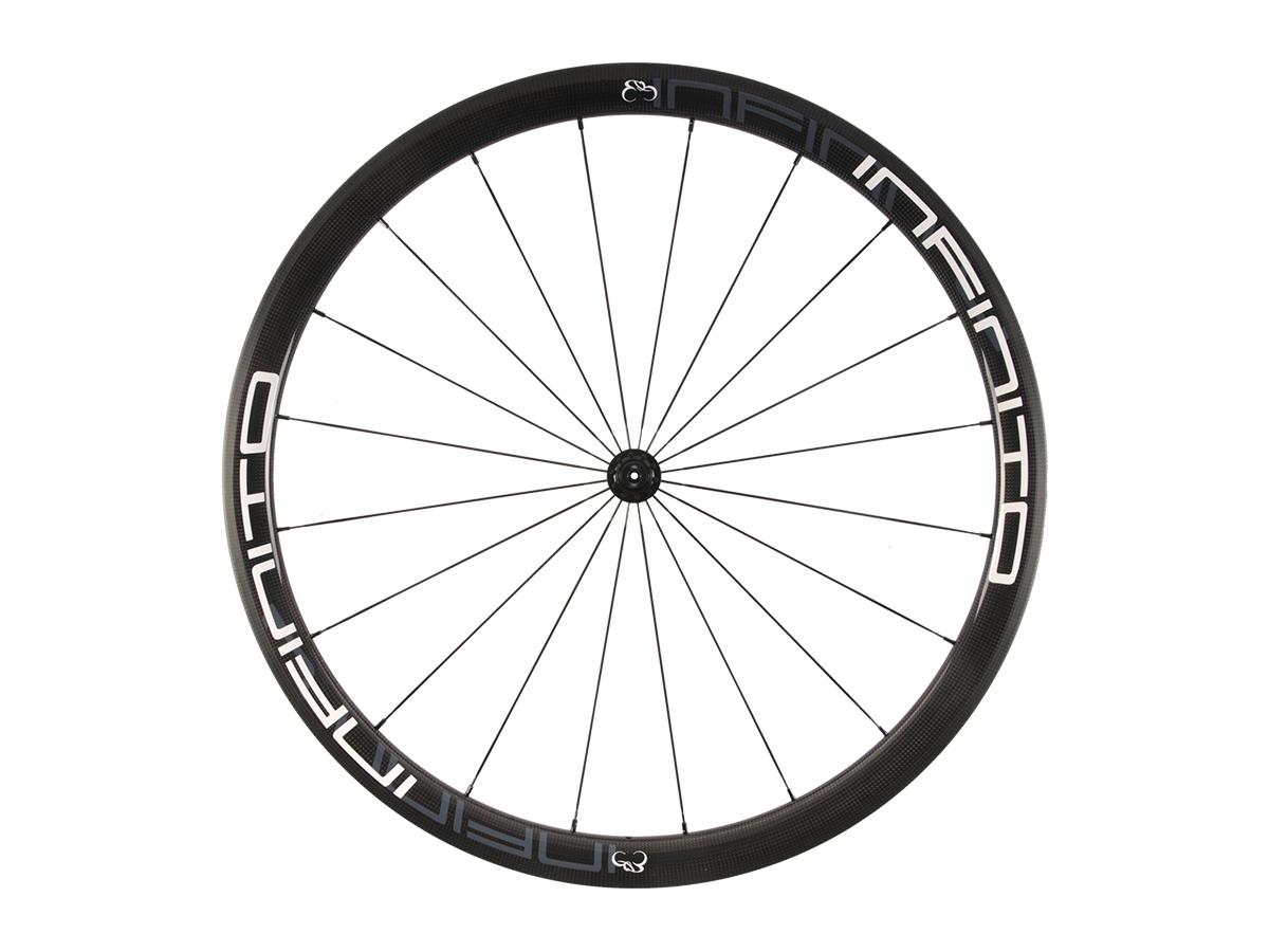 https://infinito-cycling.com/wp-content/uploads/2019/02/R4C-Witte-velg-Zwarte-naaf-Front-1.jpg