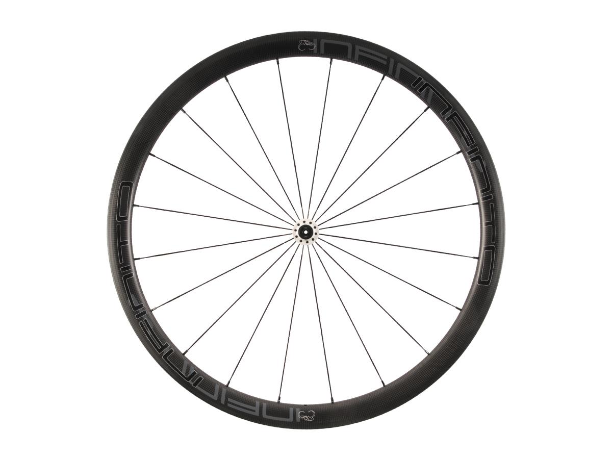 https://infinito-cycling.com/wp-content/uploads/2019/02/R4C-Zwarte-velg-Witte-naaf-Front-1.jpg