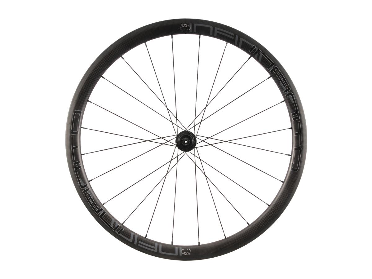 R4C – Zwarte velg – Zwarte naaf – Rear – 1