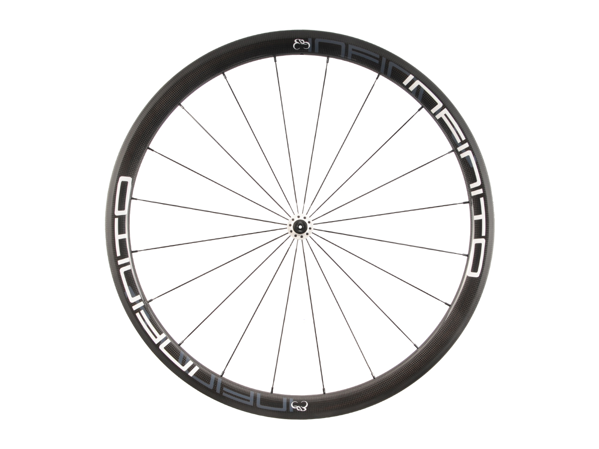 https://infinito-cycling.com/wp-content/uploads/2019/02/R4T-Witte-velg-Witte-naaf-Front-1.jpg