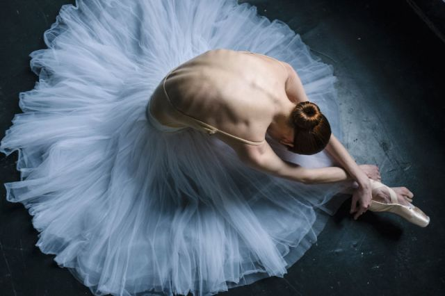 Russian-Ballet-photographer-Darian-Volkova-shares-behind-the-stage-life-of-dancers-01