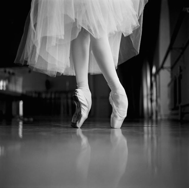 Russian-Ballet-photographer-Darian-Volkova-shares-behind-the-stage-life-of-dancers-07