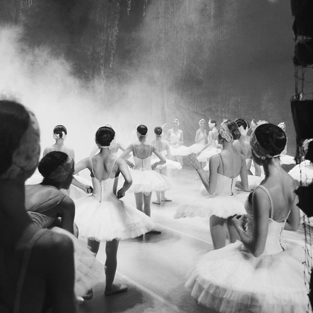 Russian-Ballet-photographer-Darian-Volkova-shares-behind-the-stage-life-of-dancers-08