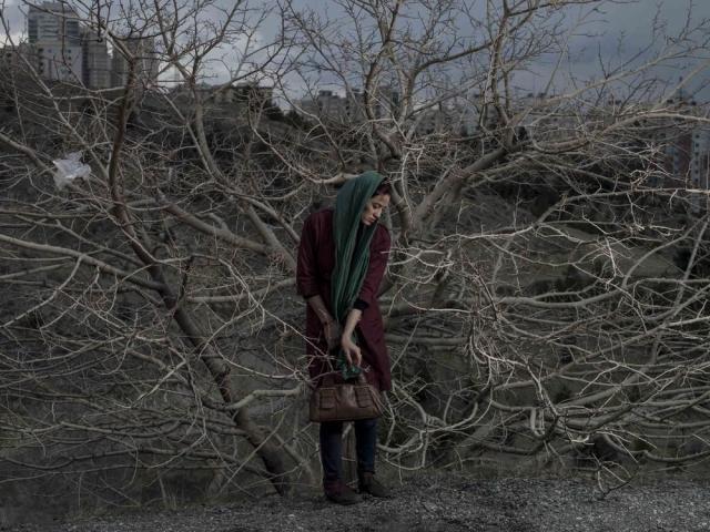 Retrato de Somayyeh, uma mulher em Teerã. Newsha Tavakolian/MAGNUM PHOTOS, 2014
