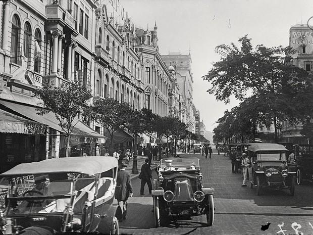 Imagem registrada por Alberto de Sampaio na Avenida Rio Branco, em 1915 (Foto: Alberto de Sampaio/Centro Cultural Correios Rio/Divulgação)