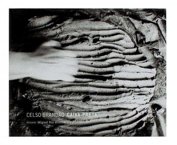 O livro Caixa-Preta, de Celso Brandão, é uma das obras apresentadas no Paris Photo  Celso Brandão/Editora Madalena