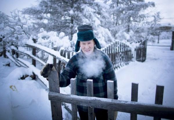 oymyakon-village-in-russia-by-amos-chapple-14-677x468