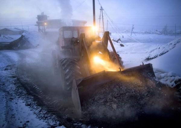 oymyakon-village-in-russia-by-amos-chapple-21-677x479
