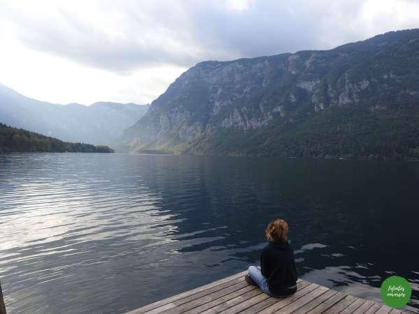 Contemplando el lago Bohinj