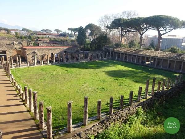 Visita al Parque Arqueológico de Pompeya por libre calles de pompeya