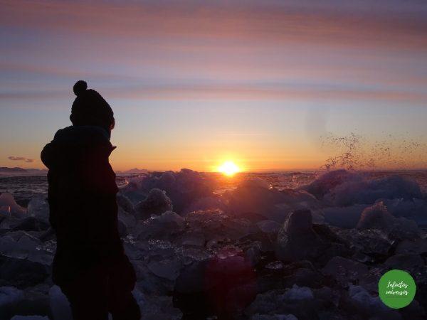 Amanecer en la playa de los diamantes  - Qué ver en Islandia