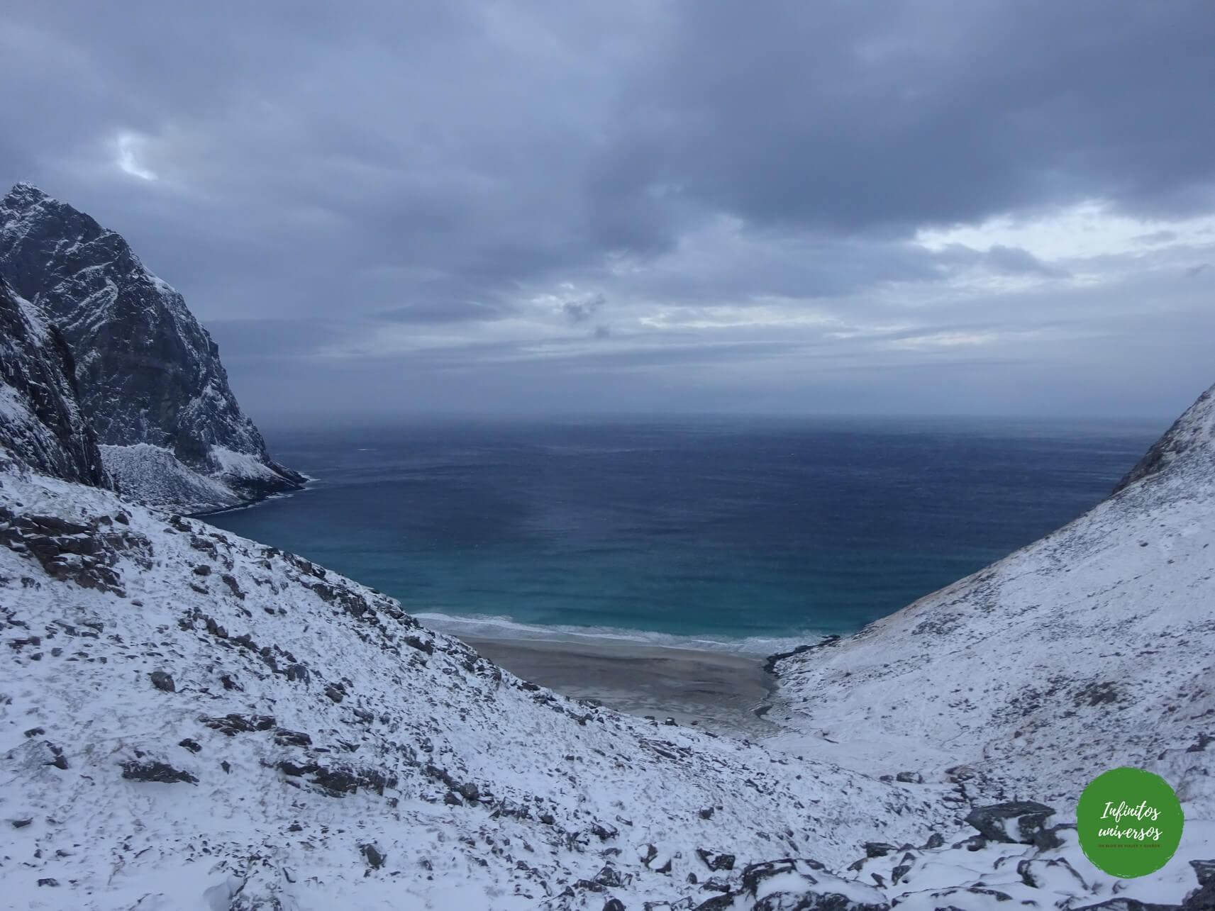 playa de las ballenas noruega lofoten kvalvika