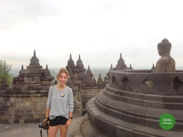 templo isla de java indonesia