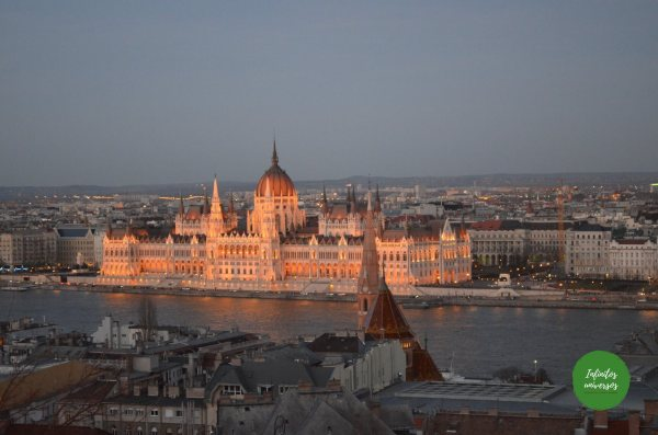 Vistas del parlamento desde el Bastión de los Pescadores - Que ver en Budapest Imprescindibles en Budapest