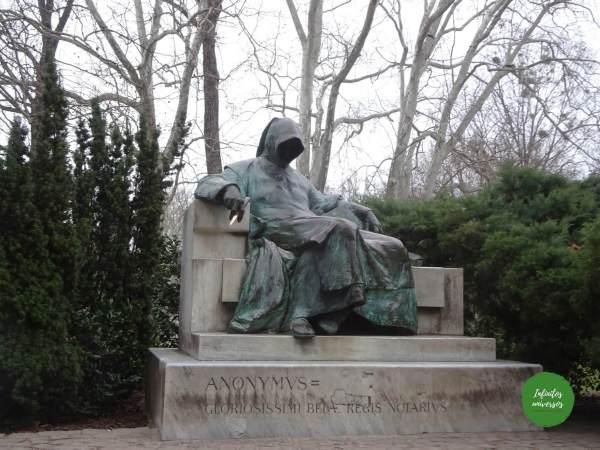 Estatua del anónimo  - Qué ver en Budapest