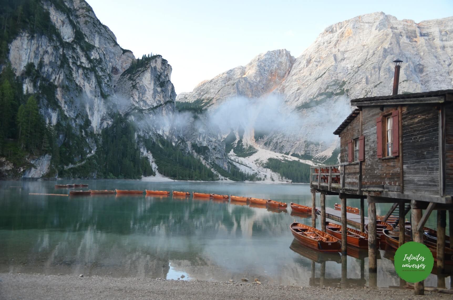 Lago di Braies Dolomitas Italia - Europa en verano