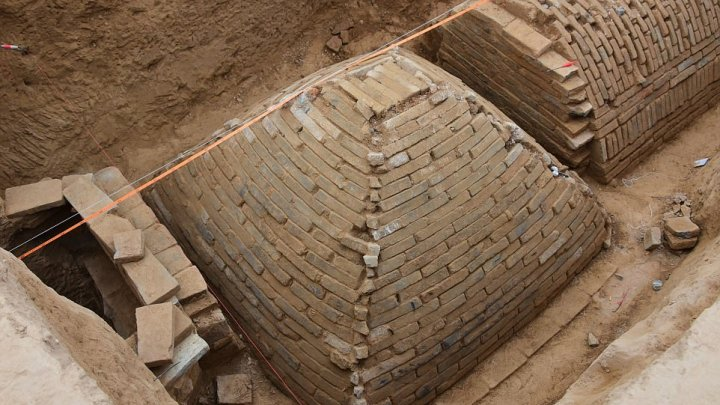 Pyramids discovered in China -Archaeologists discover strange tomb under a construction site