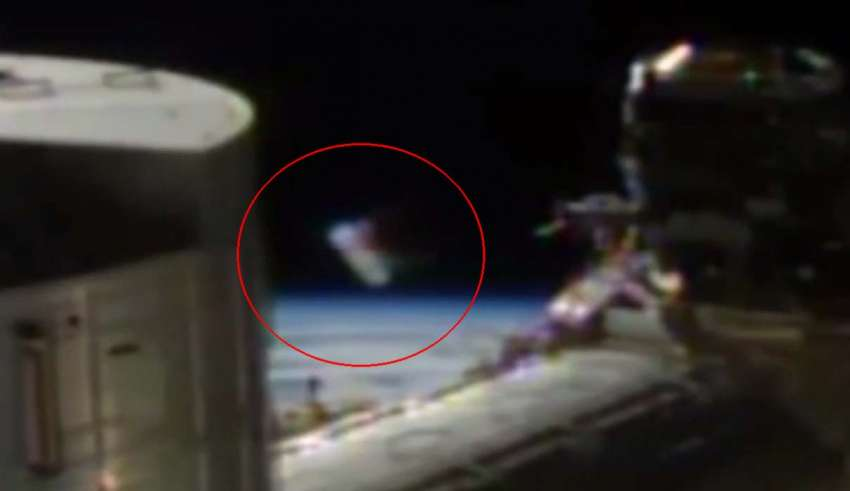 A strange alien cylinder appears in front of the cameras of the International Space Station(UFO)