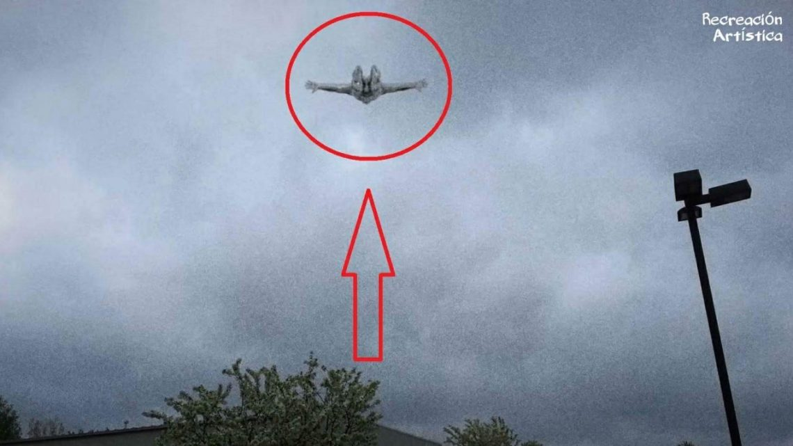 """A """"Flying Humanoid"""" About Phoenix, USA Unleashes the Controversy on the Internet (Video)"""