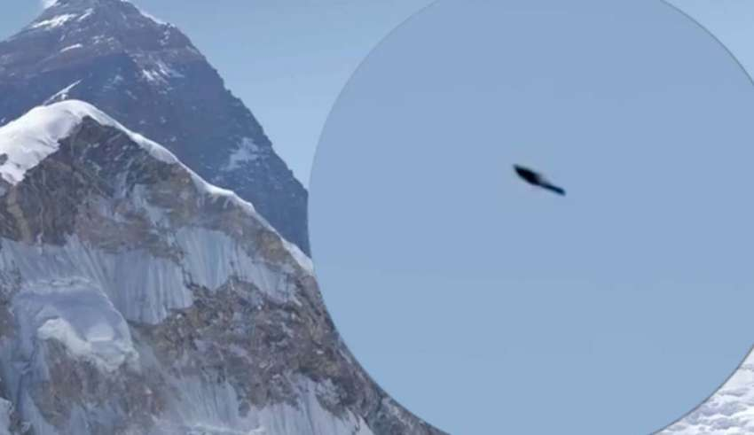 Photograph of a mountaineer shows a UFO on Mount Everest