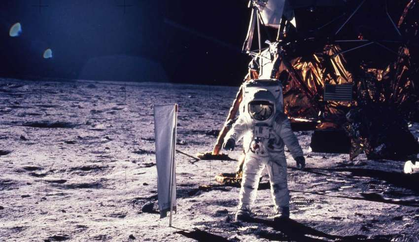 Buzz Aldrin and three other astronauts pass the lie detector on their encounters with UFOs