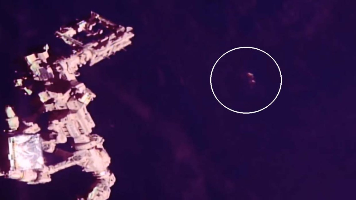 They discover a huge UFO 300 meters in diameter near the International Space Station(proof of ufo)