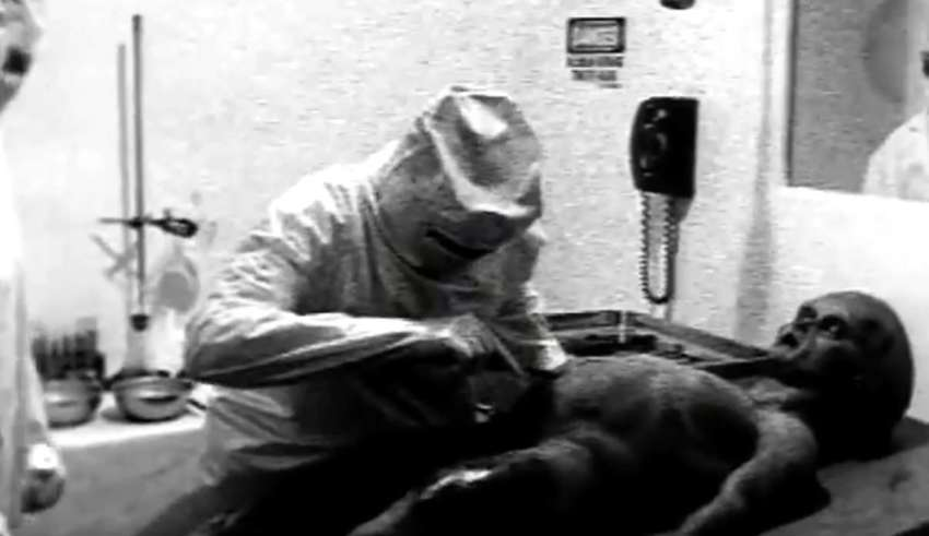 CIA scientist acknowledges that the video of the 1947 extraterrestrial autopsy is real