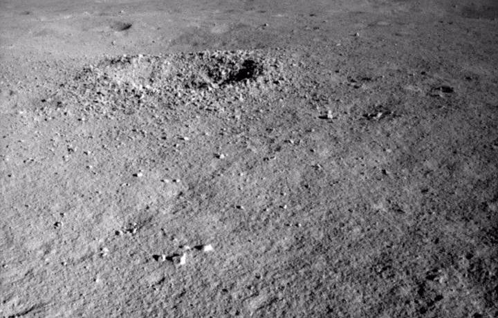 The Chinese lunar rover finds a strange substance in the moon's hidden face